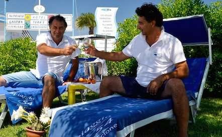 Spiaggia 54 Riccione - Chi siamo. Gilberto e Cesare, i bagnini.