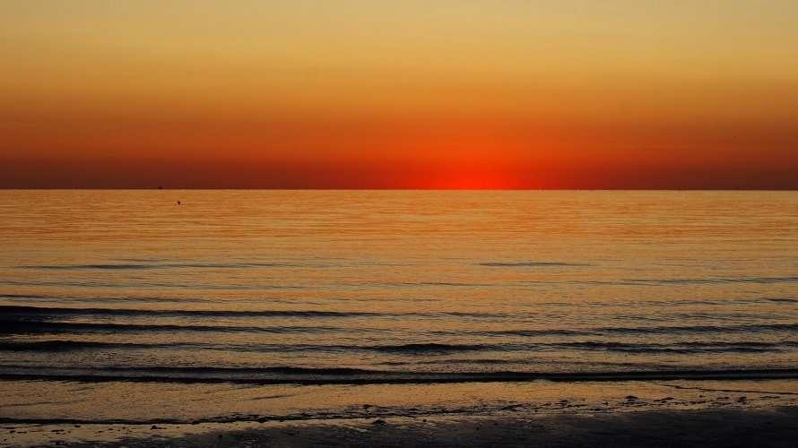Alba sulla spiaggia di Riccione