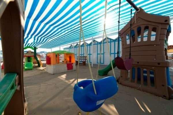 Spiaggia 54 in centro a Riccione - area giochi per bambini animazione e miniclub