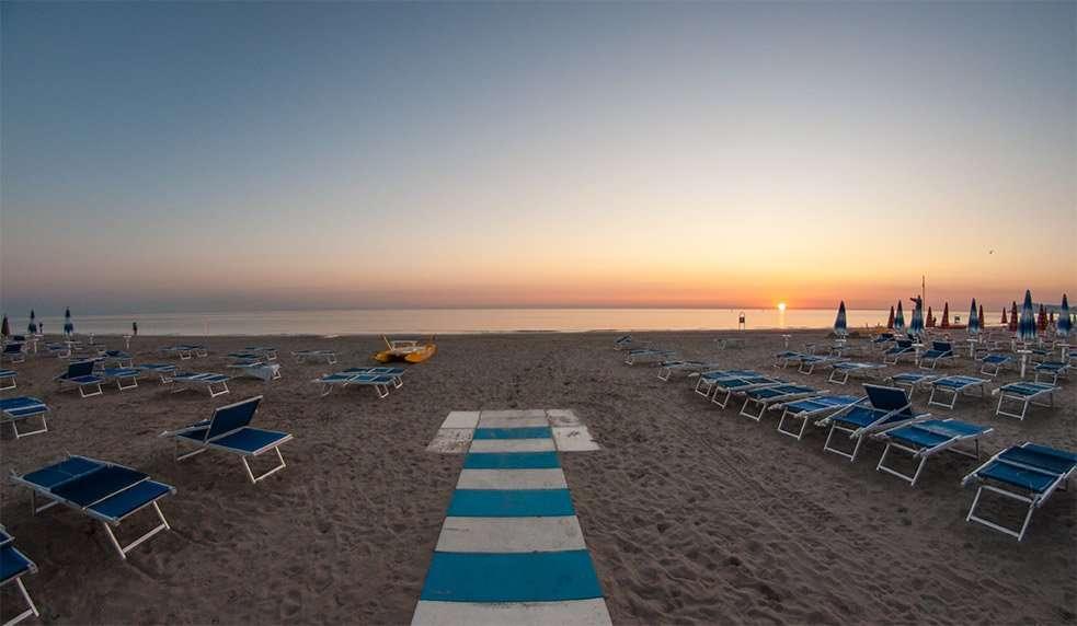 Spiaggia 54 Riccione -Alba-spiaggia