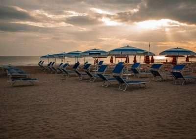 Spiaggia 54 Riccione -Lettini e ombrelloni