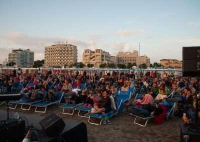 Spiaggia 54 Riccione - Pubblico delle grandi occasioni in ascolto