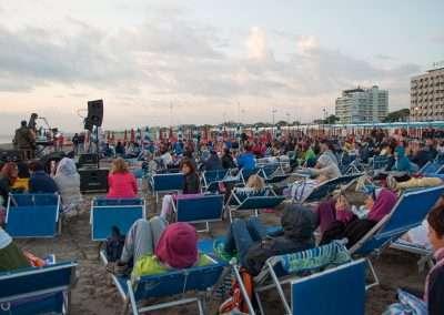 Spiaggia 54 Riccione - Pubblico in ascolto