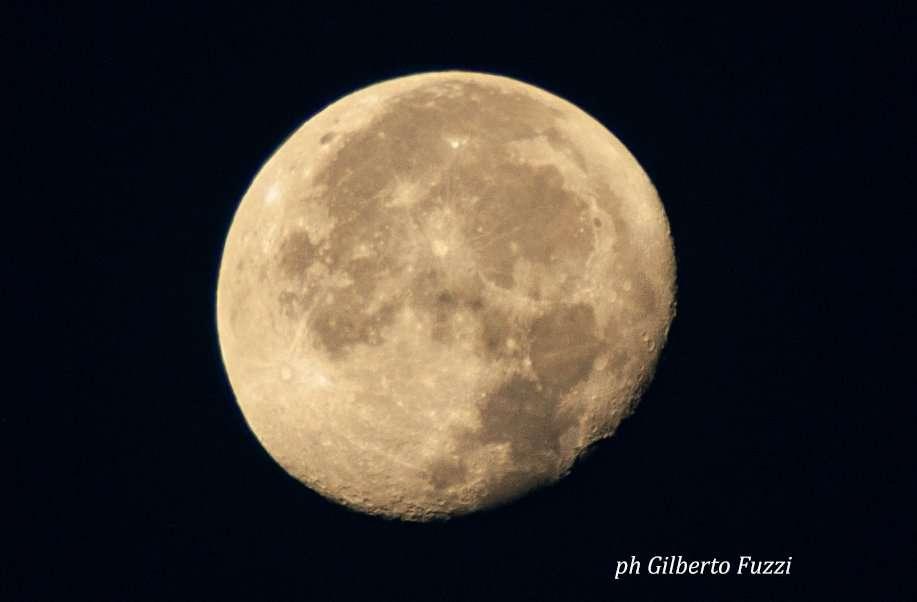 Spiaggia 54 Riccione -La luna vista dalla spiaggia