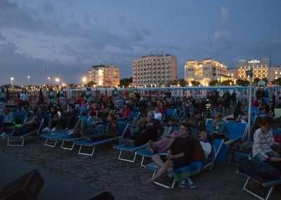 Spiaggia 54 Riccione - Panoramica del pubblico.