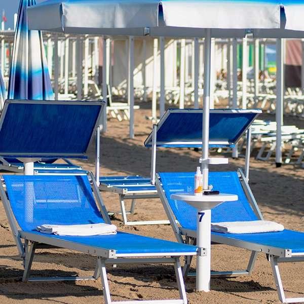 ombrellone 2 lettini spiaggia riccione