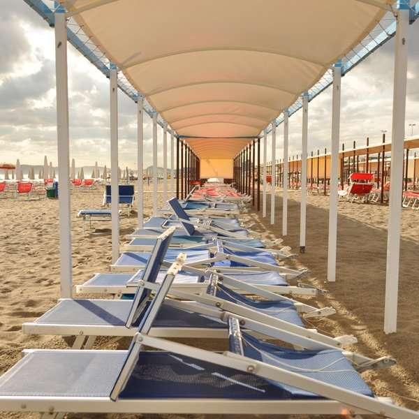 tenda in prima fila spiaggia riccione