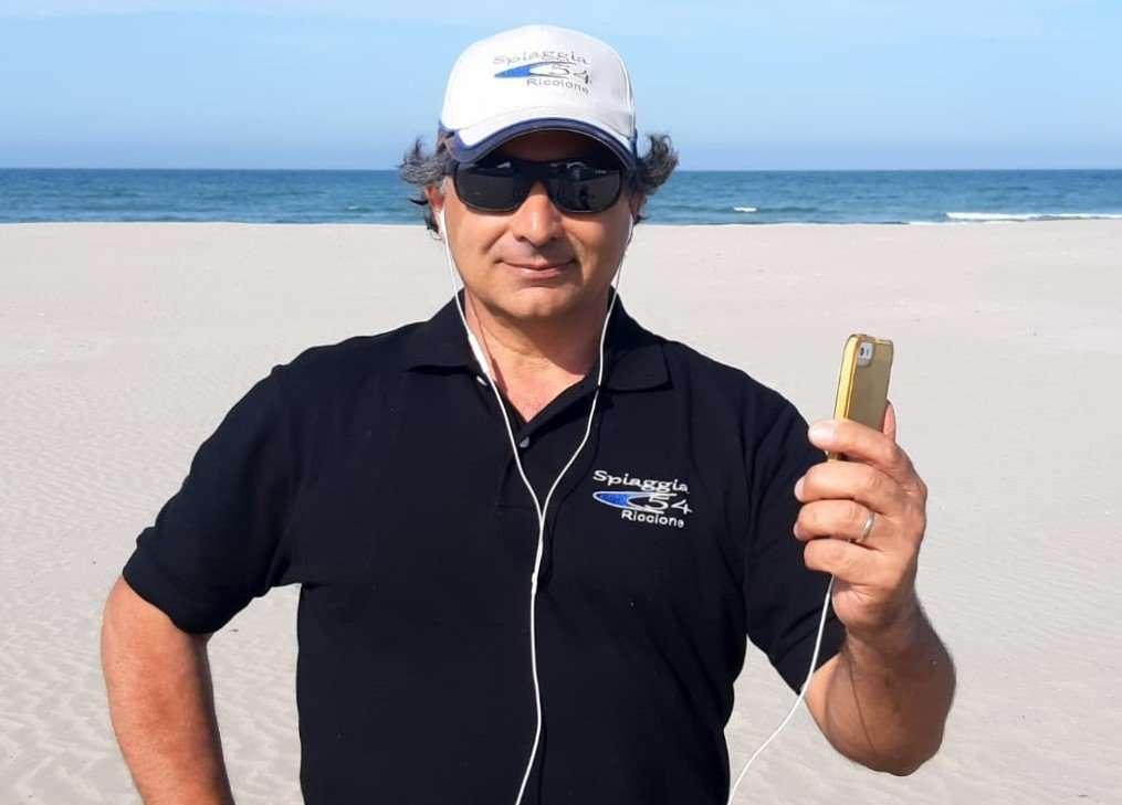 gilberto fuzzi la spiaggia di riccione a casa tua